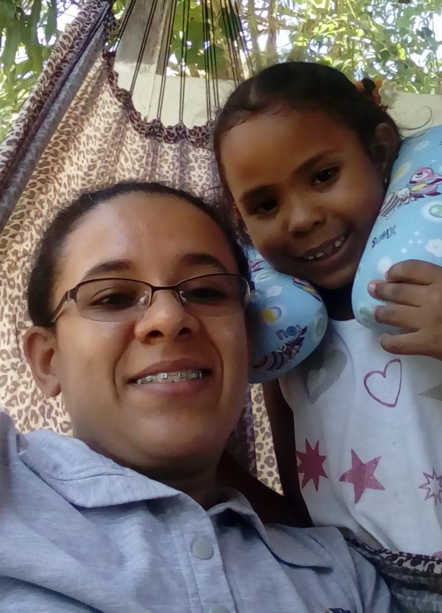 Hermana Jucielma, acompañando a niños al hospital, para que sean operados