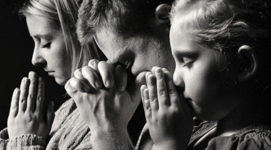 Prier en famille, mission (im)possible ?