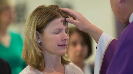Que signifie les paroles prononcées par le prêtre le Mercredi des cendres ?