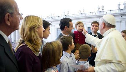 Vatican: nouveaux statuts pour le dicastère des laïcs, de la famille et de la vie